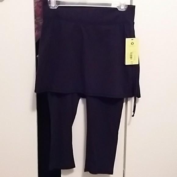 5b05ff3202a7c Xersion Pants   Studio Capri Leggings W Skirt   Poshmark